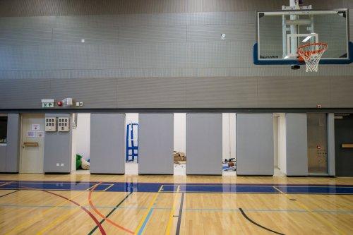 桂林工学院室内篮球场活动隔断项